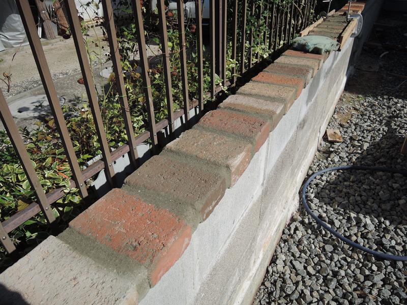 ブロック塀外壁塗装DIYその2(レンガ笠木)